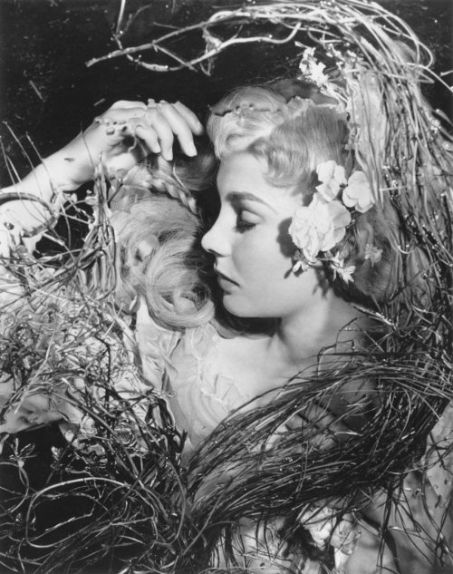 Jean Simmons as Ophelia, photographed by Wilfred Newton