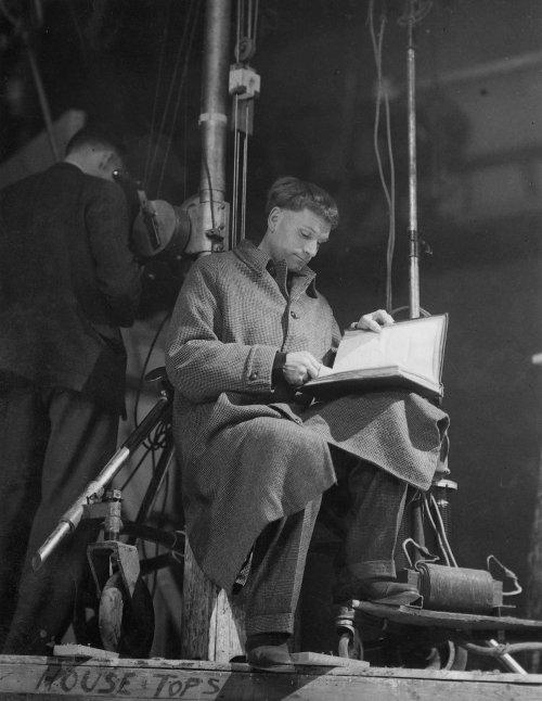 Laurence Olivier directing Henry V (1944)
