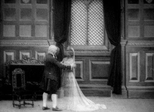 The Mistletoe Bough (1904)