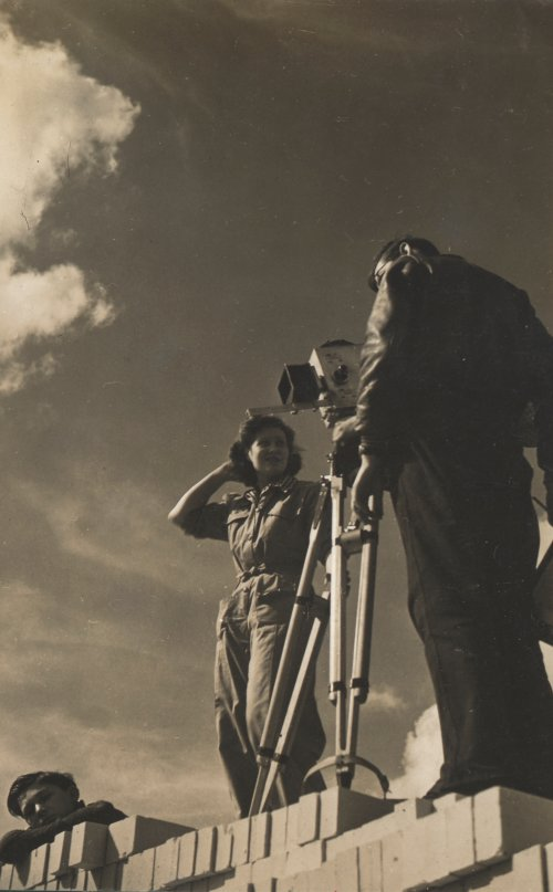 Kay Mander filming New Builders (1944)