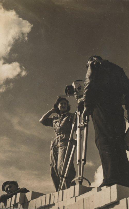Kay Mander filming New Builders (1944)