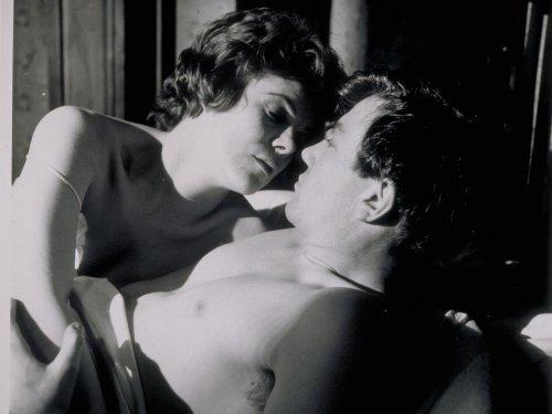 Rachel Roberts as Brenda with Albert Finney in Saturday Night and Sunday Morning (1960)