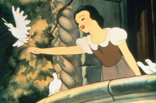 Lamarr was the model for Snow White's look in Snow White and the Seven Dwarfs (1937)