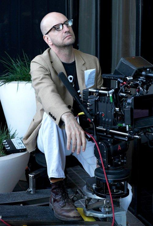 Steven Soderbergh on set