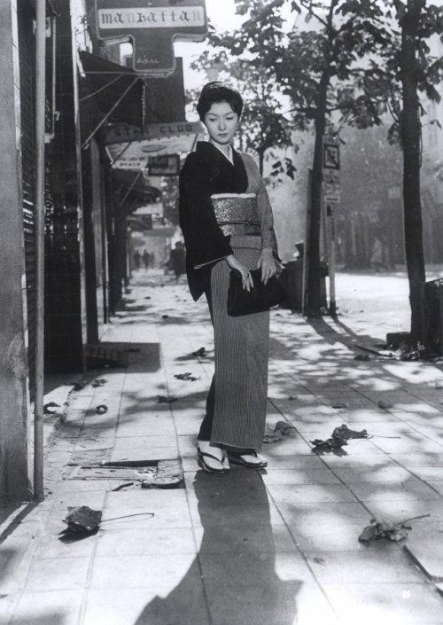 When a Woman Ascends the Stairs (Onna ga kaidan wo agaru toki, 1960)
